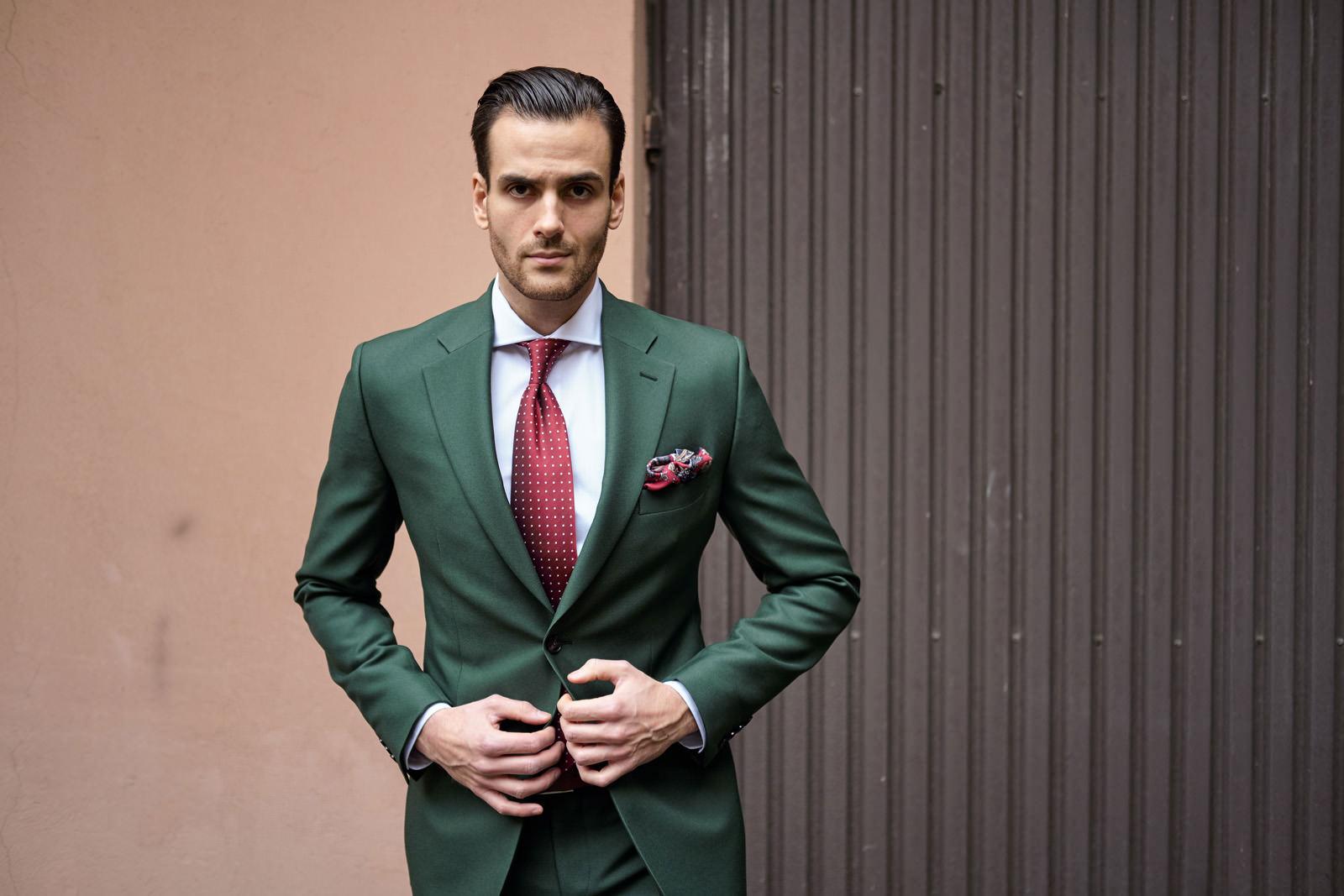 5ef15fb038be9 Zielony butelkowy garnitur męski. Ślubny i na co dzień.